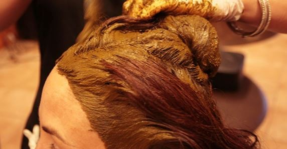 Henna can be used as a treatment for premature white and gray hair
